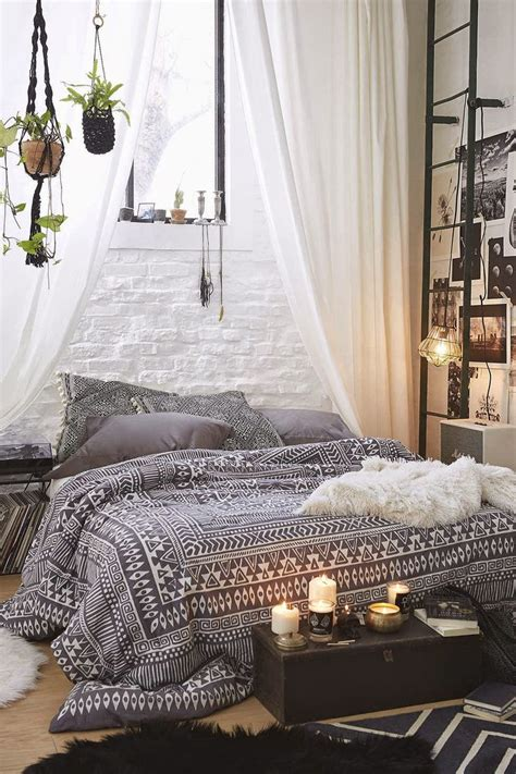 White Bohemian Bedroom Decor by 31 Bohemian Bedroom Ideas Decoholic