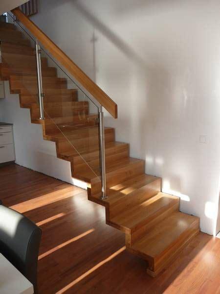 moderne treppe glas mit edelstahl und holz sieht ganz