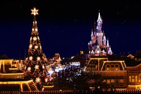 celebrate christmas at disneyland paris entertainment