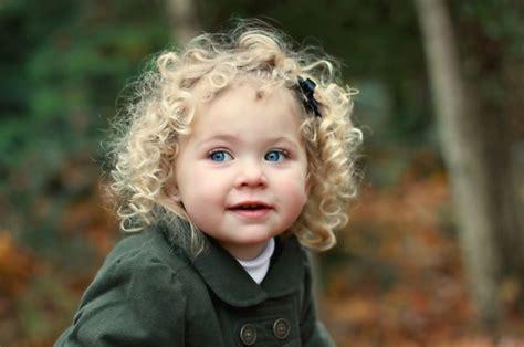 Handuk Bayi Kecil Bahan Halus tips perawatan rambut keriting pada bayi