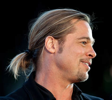 brad pitt world war z hair length how to brad pitt s looped ponytail at world war z