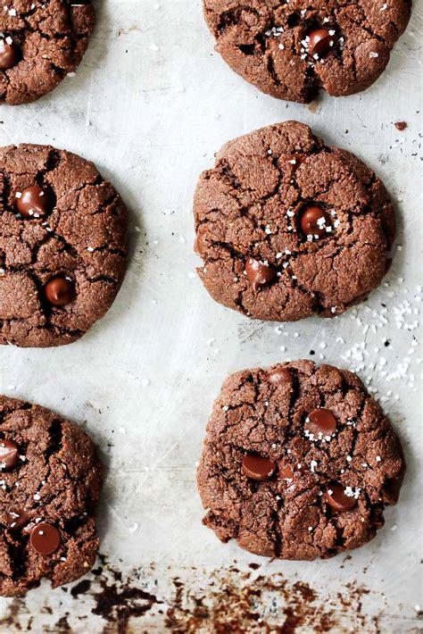 Butter Cookiest Almond flourless paleo chocolate almond butter cookies