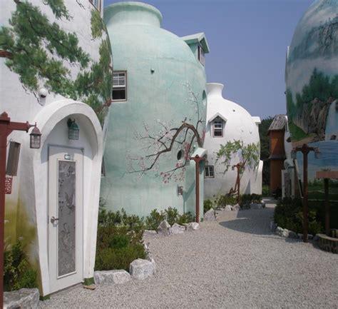 vasi giganti il villaggio di vasi di ceramica giganti casa it