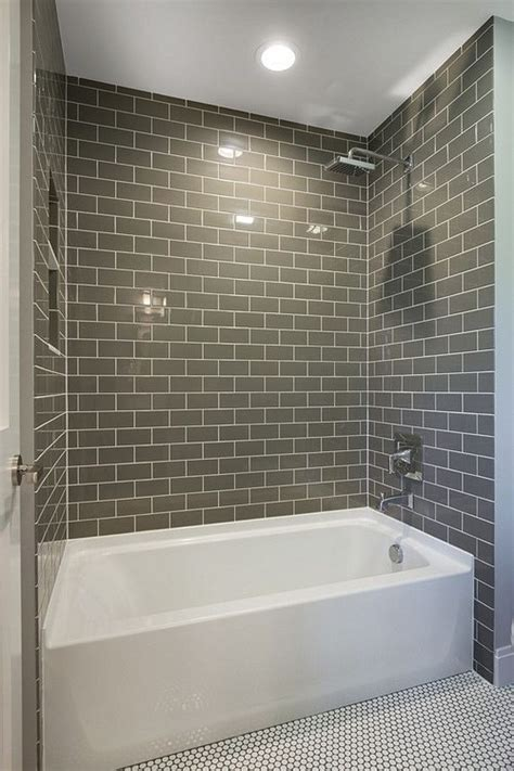 tiling a bathtub wall 25 best ideas about subway tile bathrooms on pinterest