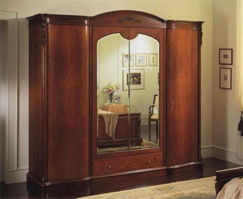 armadi con specchi armadio con 4 ante cassettiera interna e specchi idfdesign