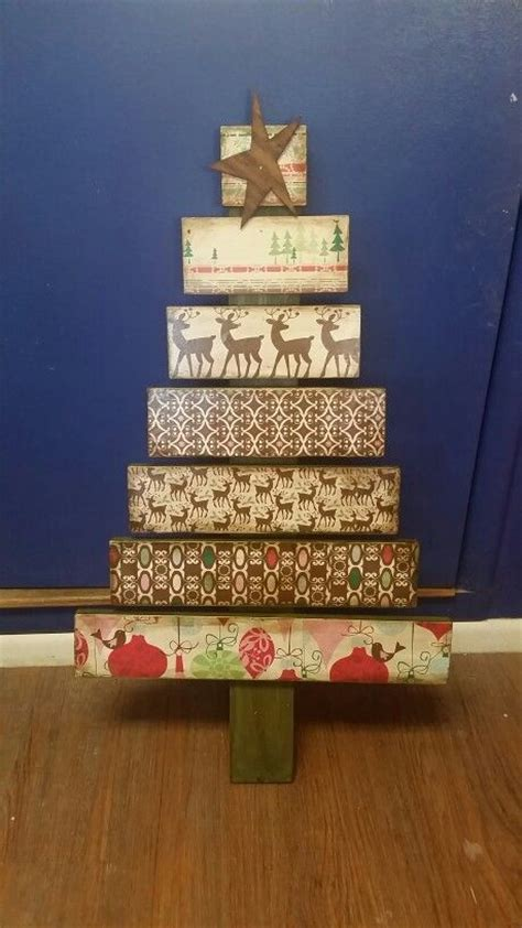 christmas decorations made from wood pallets 26 creative pallet trees with decor ideas shelterness