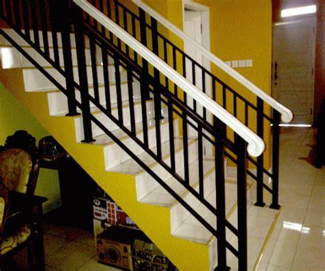 model railing tangga  balkon desain rumah