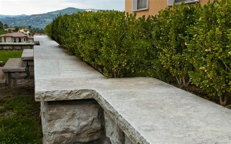 arredo giardino in pietra coprimuro in pietra bocciardata e costa retta