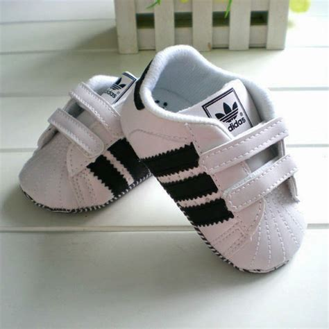 imagenes de zapatos jordan para bebe little babies