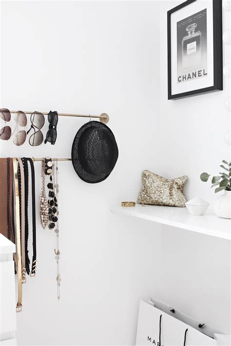 How Fashionable Is Your Home by Le Fashion A Fashionable Home Minimal Bright Walk In