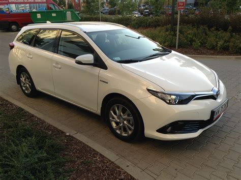 toyota auris 2015 toyota auris review time to talk gas 2