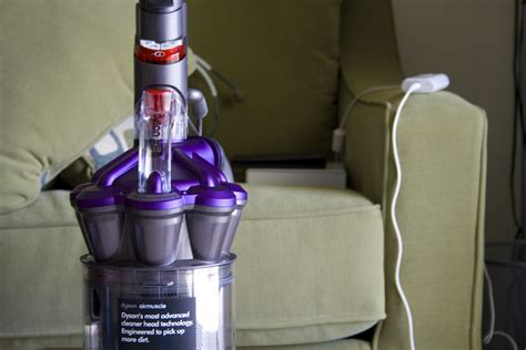 Keran Vakum It Check Out The Dyson Dc28 Airmuscle Animal Vacuum