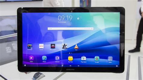 largest android tablet here s the largest android tablet 18 4 inch samsung galaxy view akıllı telefon