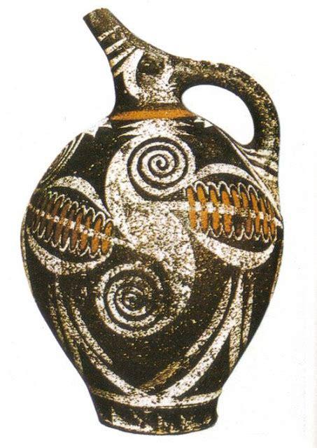vaso cretese arte griego ceramica y escultura en relieve