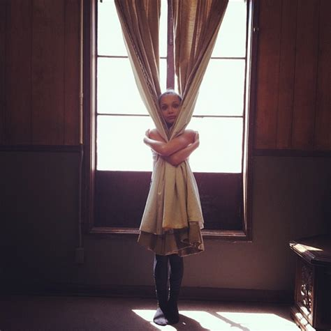 Maddie Ziegler Behind The Scenes Of Sia S Music Video Sia Sia Chandelier