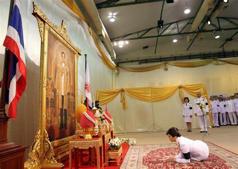 Banks Receives Royal From King by Yingluck Receives Royal Endorsement As Thai Pm World