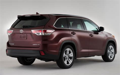 Toyota Suv 2014 2014 Toyota Highlander Rear 201873 Photo 1 Trucktrend