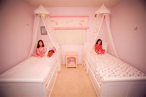 little girls canopy beds two little girl canopy bed buylivebetter king bed