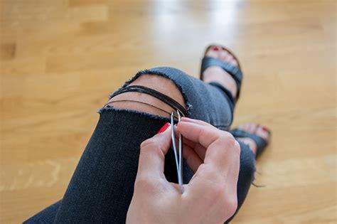 diy ripped knee jeans diy jeans mit kaputten knien