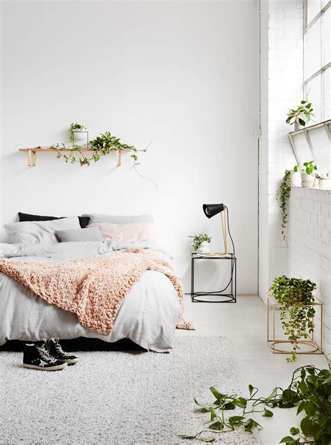 minimalist bedroom    simplicity