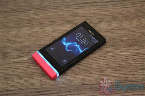 Sony Xperia U Launch in India, Price, Specs, Hands on ... Xperia U White Hands On