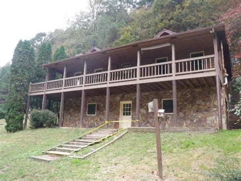beautiful homes for sale ellijay ga on in 127 overhanging