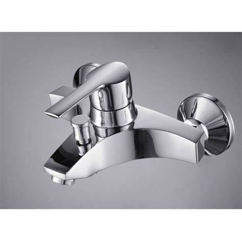 Single Handle Chrome Wall Mount Bathtub Faucet