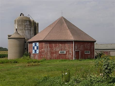 Octagon Barn panoramio photo of octagon barn with quot quilt quot