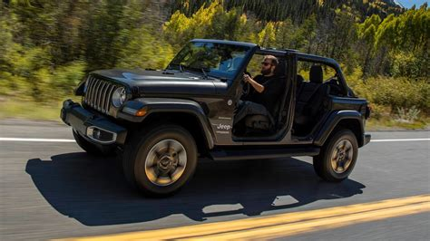 jeep wrangler 2018 2018 jeep wrangler sheds weight adds tech and 2 0l turbo