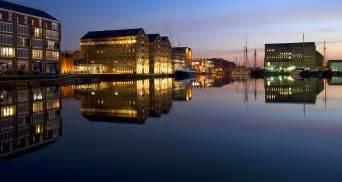 Gloucester File Gloucester Docks At Night Jpeg Wikimedia Commons