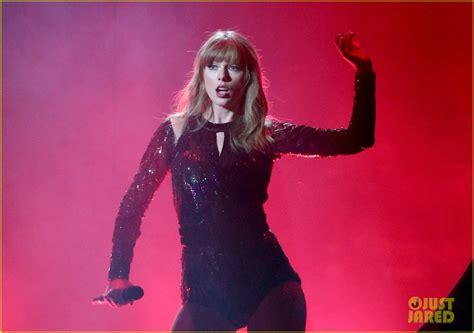 taylor swift ama 2018 full taylor swift opens amas 2018 with i did something bad