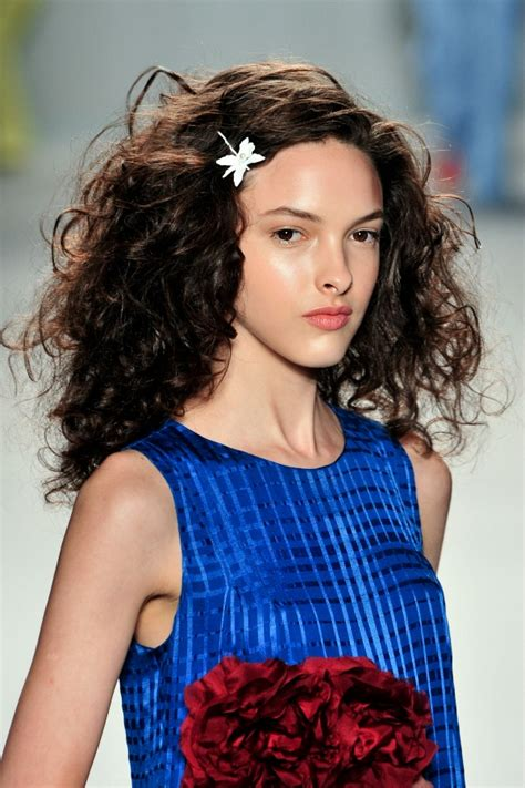 hairstyles for a garden party 7 on trend hair and makeup looks to try now stylecaster