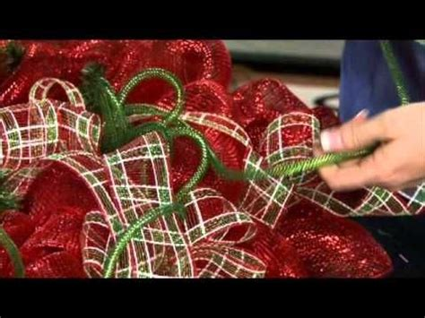 deco mesh wreath video by craig bachman imports, shows how