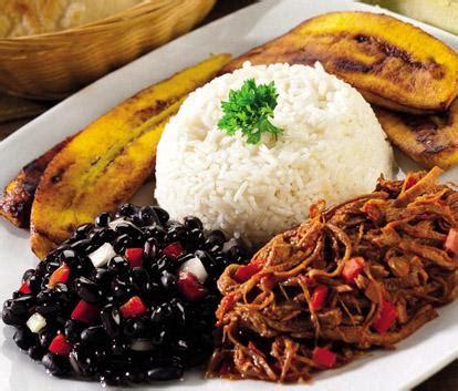 pabell 243 n criollo carne de res arroz caraotas y tajadas