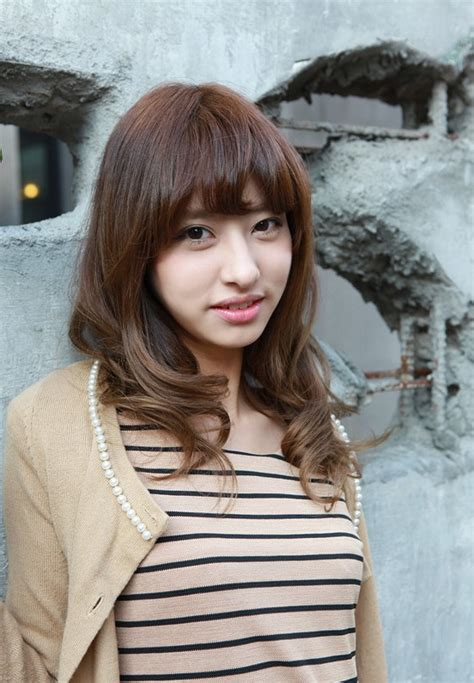 hairstyles with bangs japanese asian girls shoulder length wavy hairstyle with full bangs