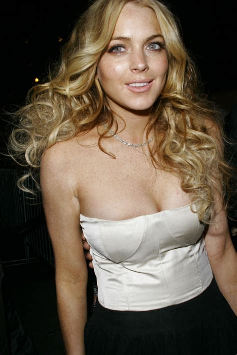 lindsay lohan with medium ash blonde hair very long and curly source hairstyles7 net lindsay lohan blonde curls my new hair