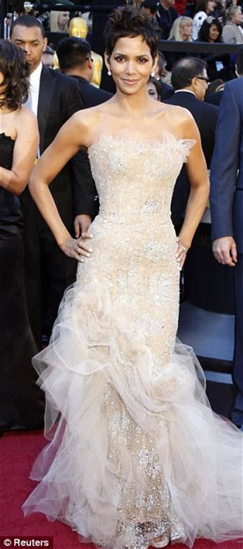 Oscars Forget by Oscars 2011 Dresses Forget The Tinseltown Gets Its