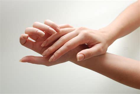Buat Manicure 13 fungsi dari odol yang belum kamu ketahui cocok