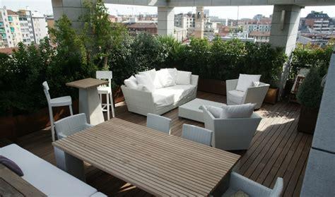 arredi terrazzi design design contemporaneo nell attico con piscina a