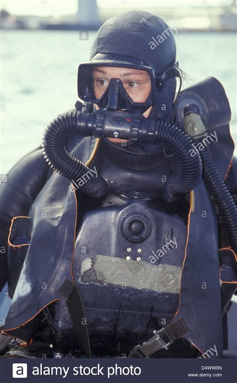 navy seal dive navy seal combat swimmer wearing a closed circuit