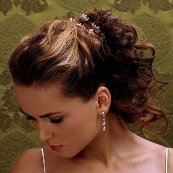 how to curl your hair and wear bananaclip 60 quick and easy hairstyles for short long curly hair