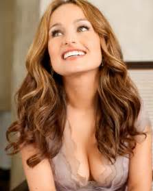 How hot is giada de laurentiis on a scale of 1 10 hot cleavage pics