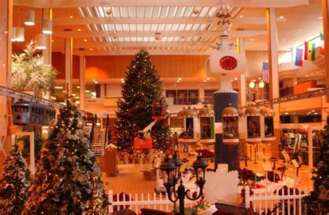 decorating the christmas tree at midtown plaza 24 hour
