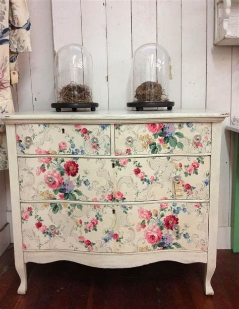cottage style wallpaper eye for design decorating vintage cottage style interiors