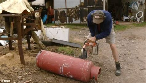 Gas Light Grill Bbc Diy Programme Shows Renovator Cutting Gas Canister For