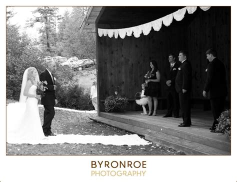 lizzy miro bend golf country club wedding bend oregon sara matt painted hills spray oregon wedding