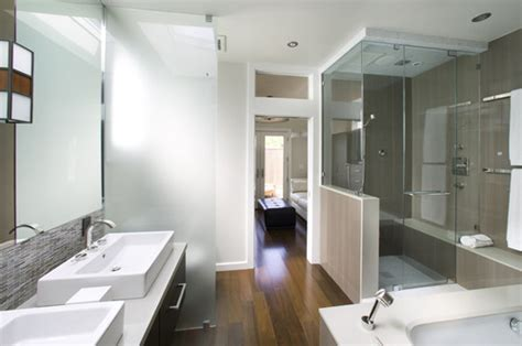 can i use laminate flooring in a bathroom can laminate wood floor be used in a bathroom what type