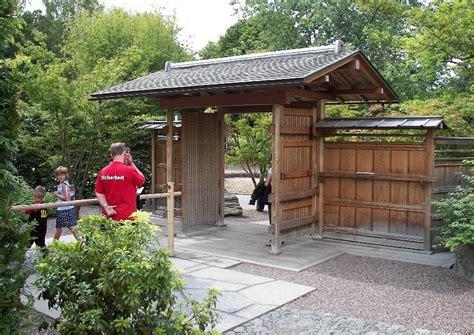 japanischer garten leverkusen gastronomie japanischer garten 02 torhaus und sichtschutzzsun aus holz