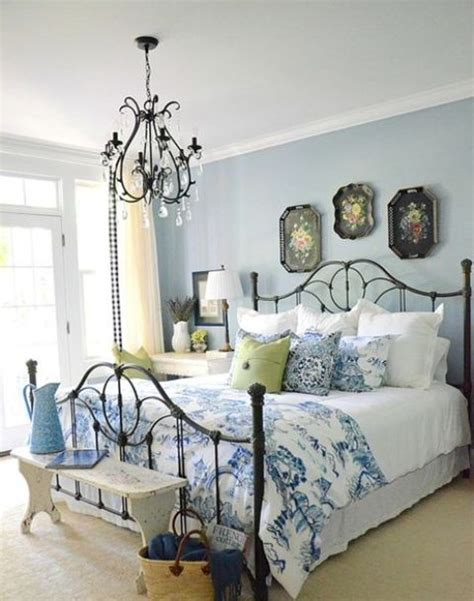 black chandelier for bedroom 3 tips and 27 ideas to decorate an ultimate guest room