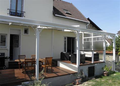 une terrasse abritee sur plusieurs niveaux les verandas